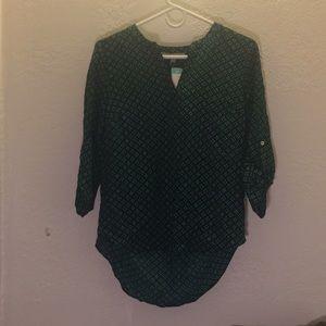 Green high-low three quarter sleeve shirt
